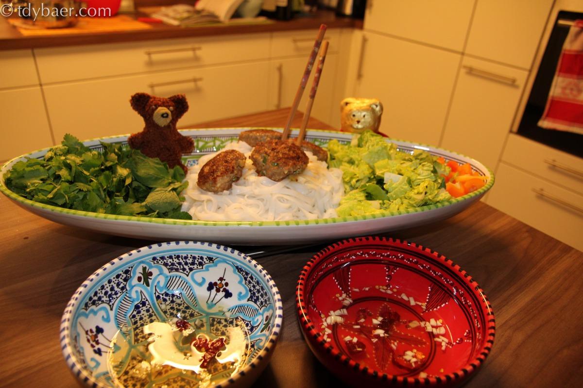 Schweinebratlinge mit Reisnudelsalat - Bun Cha