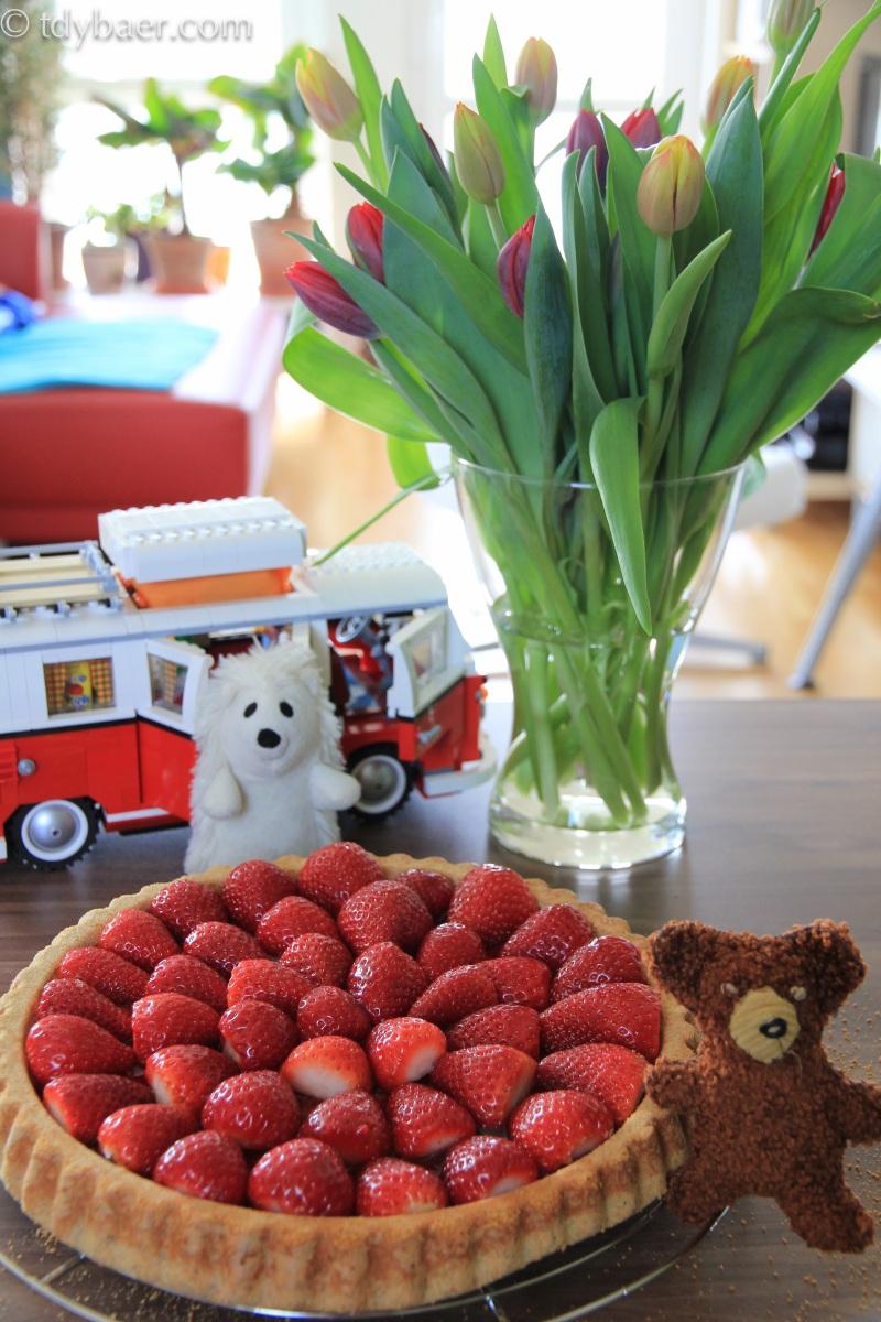 Erdbeeren auf mohnigem Obstboden